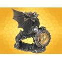 Horloge Figurine Dragon en Étain Montre Gothique Fantasy Dragons :    Horloge Figurine Dragon en Étain Montre Gothique Fantasy DragonsDRA1208.   Le dragon est allongé sur un amas de pierres et...
