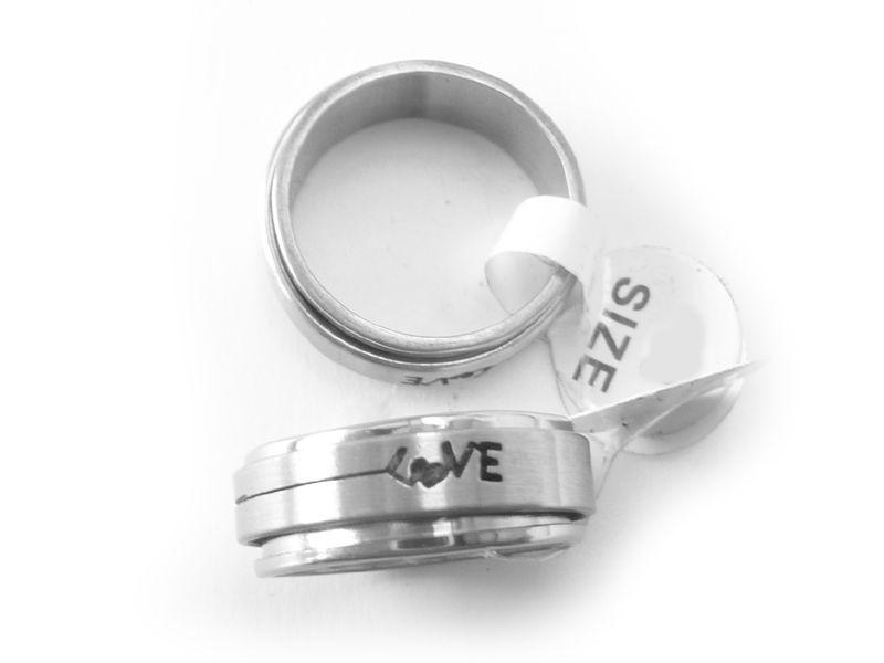bague amoureux en acier anneau love gothique pivotant. Black Bedroom Furniture Sets. Home Design Ideas